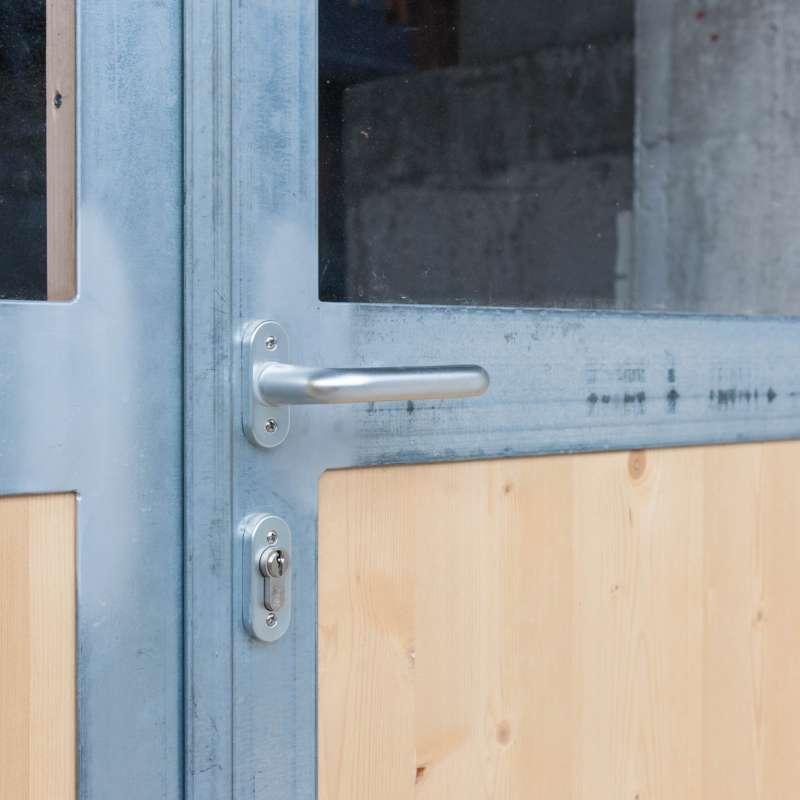 Verzinkte Außentür für ein Wirtschaftsgebäude - © www.metallbau-koplenig.at