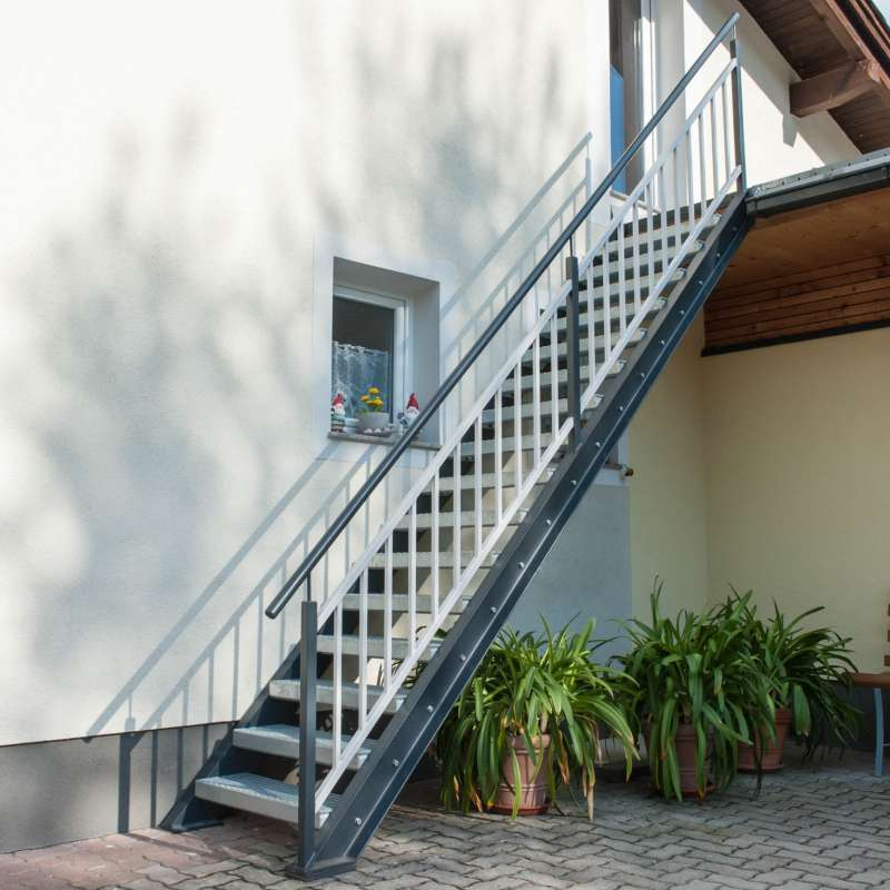 Außentreppe in lackierter Ausführung - © www.metallbau-koplenig.at